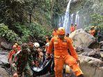 proses-evakuasi-wisatawan-korban-longsor-lombok-timur.jpg