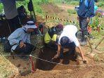 proses-penggalian-atau-ekskavasi-situs-tol-pandaan-malang.jpg
