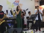pt-kai-menggelar-live-music-bertema-jazzy-station-yang-diadakan-di-enam-stasiun_20180206_172542.jpg