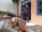 puing-puing-reruntuhan-teras-rumah-milik-seorang-relawan-arif-rahman-25.jpg