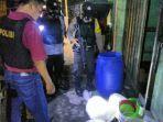 ratusan-liter-tuak-ini-mau-dipakai-pesta-miras-malam-mingguan-di-tasikmalaya-keburu-ketahuan-polisi.jpg