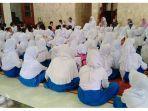 ratusan-murid-madrasah-ibtidaiyah-mi-miftahul-huda-doa-bersama-cegah-corona.jpg