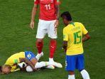 reaksi-neymar-setelah-dilanggar-pemain-timnas-swiss-saat-babak-penyisihan-grup-e-piala-dunia-2018_20180618_071708.jpg
