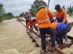 rel-terendam-banjir-di-lemah-abang.jpg