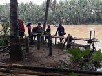relawan-di-jembatan-pesanggrahan-kecamatan-cipatujah-kabupaten-tasikmalaya_20181108_191953.jpg