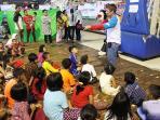 relawan-melakukan-trauma-healing-kepada-anak-korban-bencana_20161003_173736.jpg
