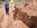 retakan-tanah-disposal-di-desa-citali-kabupaten-sumedang-sabtu-18112017_20171118_155753.jpg