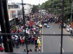 ribuan-buruh-dan-mahasiswa-unjuk-rasa-di-cimahi.jpg