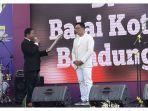 ridwan-kamil-menerima-penghargaan-untuk-kota-bandung-dari-lembaga-prestasi-indonesia-dunia_20170716_102210.jpg