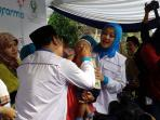 ridwan-kamil-teteskan-vaksin-polio_20160308_090804.jpg