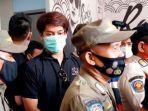 rizky-billar-di-antara-personel-satpol-pp-kecamatan-mampang-prapatan.jpg