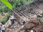 rumah-bilik-pasangan-renta-ambruk-tertimpa-longsor-di-salawu-tasikmalaya-begini-kondisi-korbannya.jpg