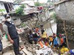 rumah-kontrakan-yang-dihuni-23-jiwa-di-padjadjaran-kota-bandung-ambruk-tergerus-sungai-cilimus.jpg
