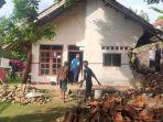 rumah-milik-dala-55-warga-desa-ujungberung-kecamatan-sindangwangi-longsor.jpg