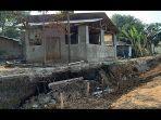 rumah-yang-terdampak-dari-tanah-ambles-sungai-cimanuk-indramayu-_-2.jpg