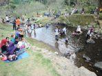 salah-satu-spot-berkumpul-wisatawan-di-kebun-raya-cibodas_20161129_101311.jpg