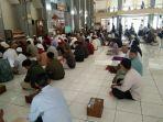salat-jumat-di-masjid-agung-garut-jumat-2032020.jpg