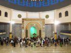 salat-tarawih-malam-pertama-ramadan-1442-di-masjid-raya-jabar.jpg