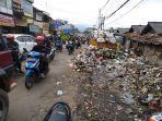 sampah-di-pasar-parakanmuncang.jpg