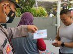 satgas-covid-19-kecamatan-tarogong-kaler-mengecek-wisatawan.jpg