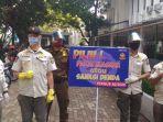 satpol-pp-kota-bandung-menggelar-operasi-masker-di-balai-kota-bandung-kamis-682020.jpg