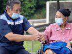 sby-dan-ani-yudhoyono-genggaman-tangan.jpg