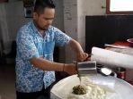 secara-umum-proses-pembuatan-martabak-telur-ayam_20180504_145230.jpg