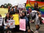 sejumlah-aktivis-melakulan-parade-bertajuk-womens-march-bandung-2018-bandung_20180304_123033.jpg