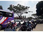 sejumlah-kendaraan-yang-melintasi-jalan-raya-bypass-cicalengka-kilometer-32_20180616_154526.jpg