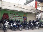 sejumlah-pengojek-sepeda-motor-kampung-seni-dan-budaya-jelekong_20180730_192800.jpg