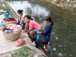 sejumlah-perempuan-di-desa-walahar-kecamatan-gempol_20180808_195637.jpg