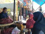 sejumlah-warga-saat-berbelanja-di-pasar-stasiun-timur-kota-sukabumi.jpg