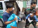 seorang-anak-dievakuasi-karena-diduga-keracunan-di-kelurahan-karikil-kecamatan-mangkubumi.jpg