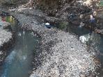 seorang-anak-tengah-bermain-di-sisi-sungai-sungalah-kampung-menol_20180923_132919.jpg
