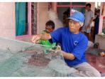 seorang-nelayan-sutana-56-saat-ditemui-di-blok-jenawi_20180826_100301.jpg