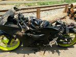 sepeda-motor-milik-dede-17-rusak-cukup-parah-setelah-disambar-ka-argowilis.jpg