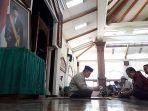 shalat-ghaib-untuk-bj-habibie-di-pt-dirgantara-indonesia-pt-di.jpg