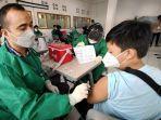 siswa-antusias-ikut-vaksinasi-massal-di-smp-darul-hikam-jalan-ir-juanda-no-285-kota-bandung.jpg
