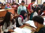 siswa-mendaftar-ke-smkn-1-bandung_20150603_123844.jpg