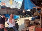 situasi-di-pasar-palabuhanratu-yang-sepi-penjual-tahu-dan-tempe-jumat-2852021.jpg