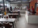 suasana-bagian-dalam-loko-coffee-shop.jpg