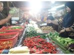 suasana-di-lapak-penjualan-sayuran-dan-cabe-di-pasar-kosambi_20180129_145659.jpg