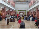 suasana-masjid-al-imam-alun-alun-majalengka-shalat-jumat-corona.jpg