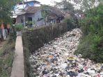 sungai-cikeruh-penuh-sampah_20170721_132808.jpg