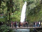 susana-pengunjung-di-objek-wisatawa-situgunung-kabupaten-sukabumi.jpg