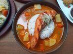 tampilan-menu-grilled-salmon-curry-di-everjoy-cafe-1.jpg