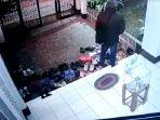 tangkapan-layar-video-aksi-pencurian-terjadi-di-masjid-nurul-huda.jpg