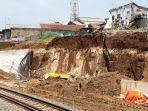 tebing-proyek-doble-track-rel-kereta-api-di-bogor-longsor-4-pekerja-terkubur-hidup-hidup.jpg