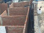 tembok-yang-dibangun-menutup-akses-tiga-rumah-warga-di-desa-widodaren.jpg