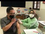 tenaga-pendidik-di-wilayah-bandung-wetan-mendapatkan-vaksin-dosis-kedua.jpg